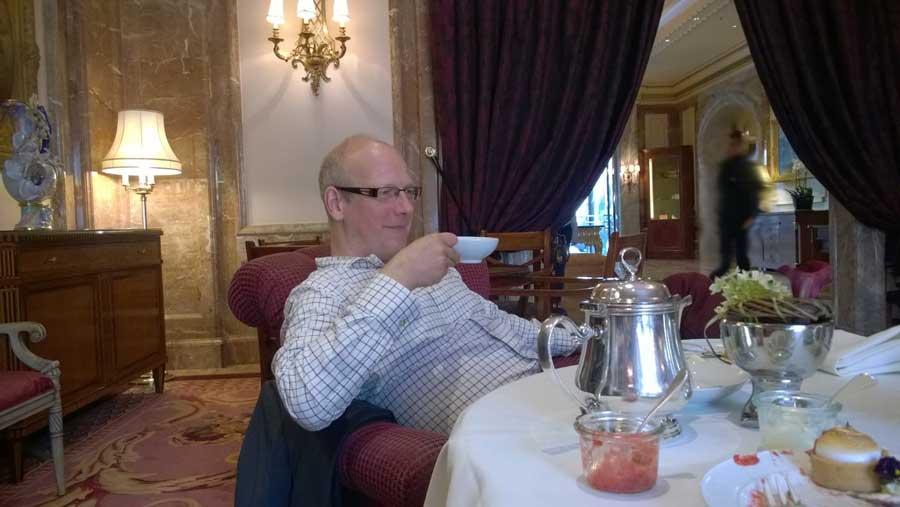 Englischen Schwarzen Tee trinken im Regent
