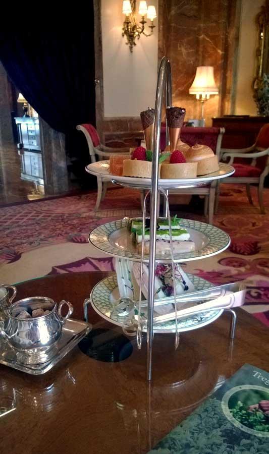 Etagere zur englischen Teatime